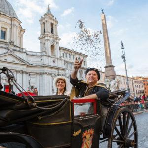 Figuranti in carrozza durante la sfilata del Corteo Equestre Rinascimentale a Piazza Navona in occasione dell'ottava edizione del Carnevale Romano